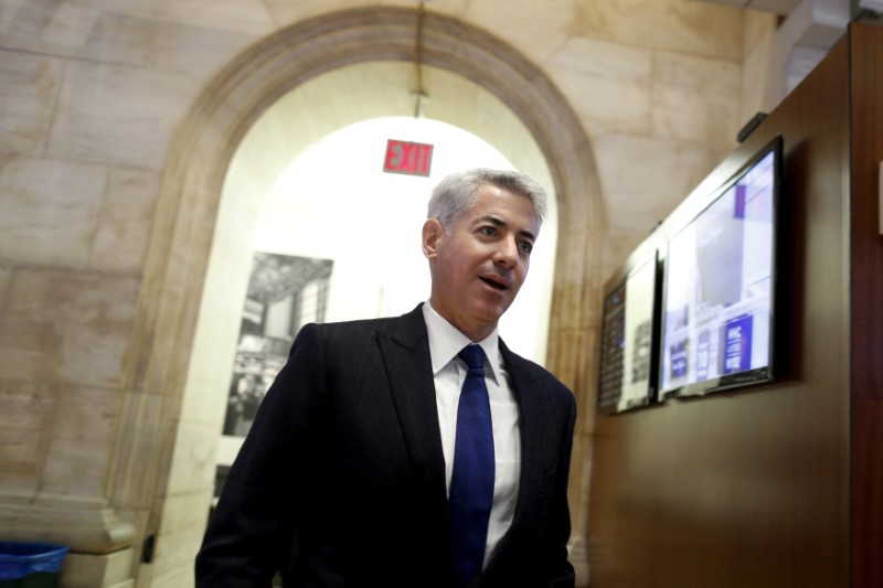 © Reuters. FILE PHOTO - William Ackman  walks on the floor of the New York Stock Exchange