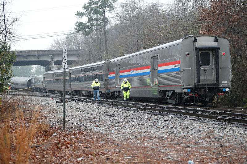 © Reuters. Emergency responders are at the scene after an Amtrak passenger train collided with a freight train and derailed in Cayce, South Carolina