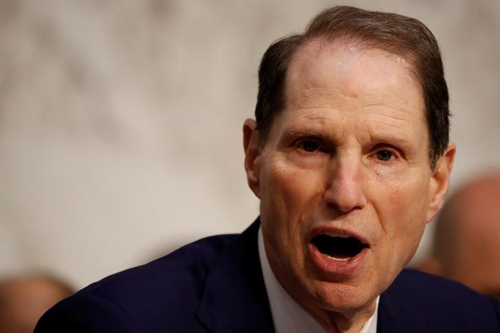 © Reuters. Sen. Ron Wyden (D-OR) speaks during a markup on the