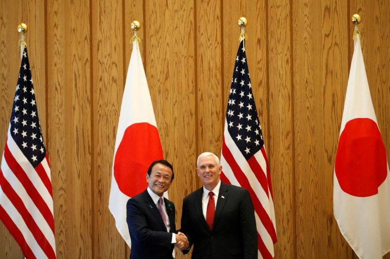© Reuters. U.S. Vice President Mike Pence is welcomed by Japan's Deputy Prime Minister Taro Aso in Tokyo