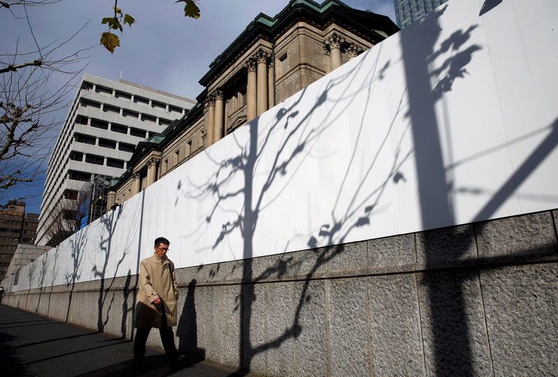 © Reuters. Man walks past the Bank of Japan building in Tokyo