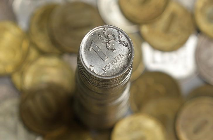 © Reuters. Российские монеты разного достоинства