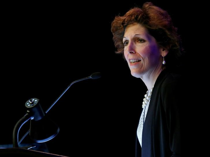 © Reuters. FILE PHOTO: Cleveland Federal Reserve President and CEO Loretta Mester gives her keynote address at the 2014 Financial Stability Conference in Washington