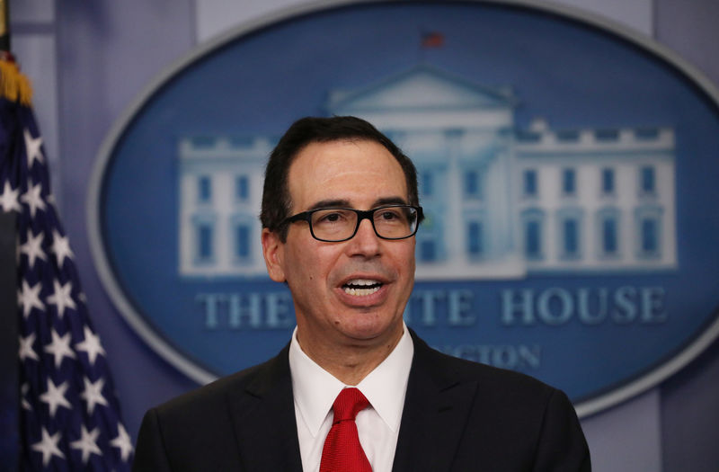 © Reuters. FILE PHOTO: U.S. Secretary of the Treasury Mnuchin discusses Trump administration's tax reform proposal at the White House in Washington