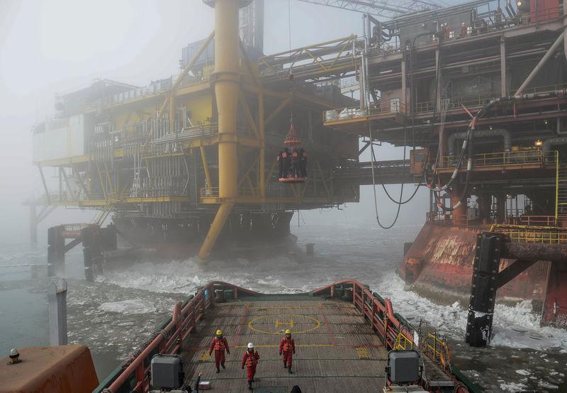 Heavy night-time volumes crush Shanghai oil futures