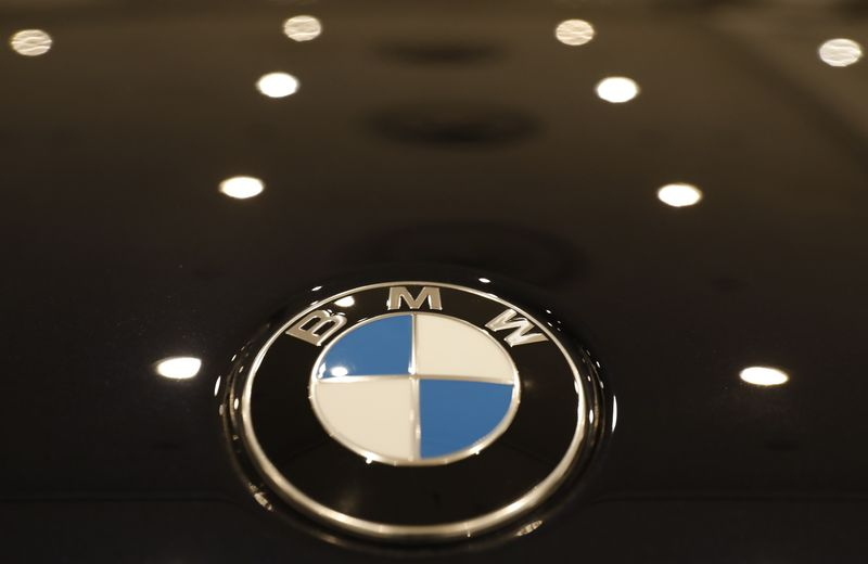 © Reuters. The BMW logo is seen on a vehicle at the New York Auto Show in New York