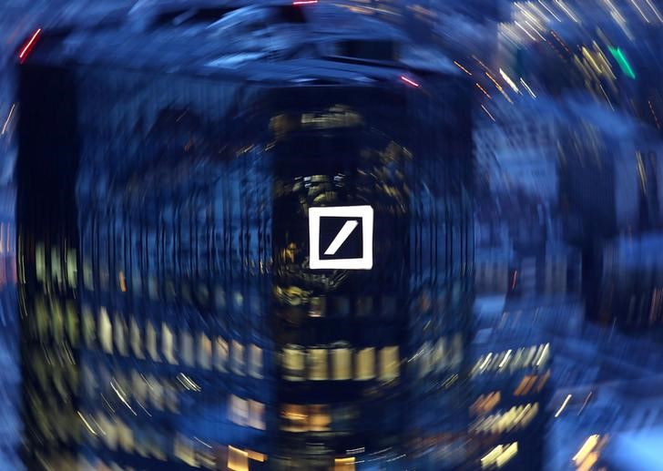 © Reuters. FILE PHOTO: The head quarters of Germany's Deutsche Bank are photographed early evening in Frankfurt