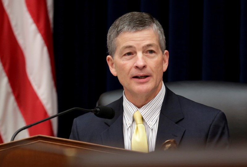 © Reuters. FILE PHOTO: Chairman of the House Financial Services Committee Hensarling (R-TX) leads hearing in Washington.