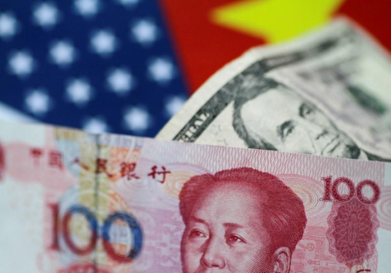 © Reuters. FILE PHOTO: Illustration photo of U.S. Dollar and China Yuan notes