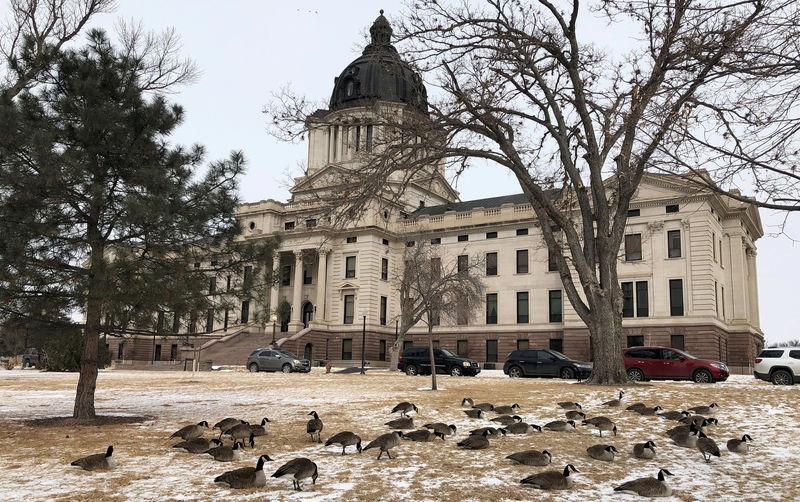 South Dakota e-commerce sale tax fight reaches U.S. Supreme Court