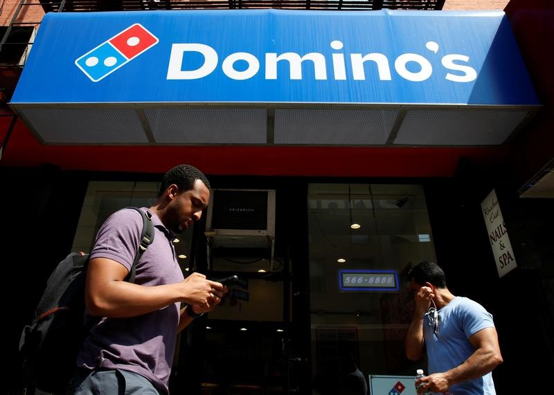 © Reuters. FILE PHOTO: People pass by a Domino's Pizza restaurant in New York