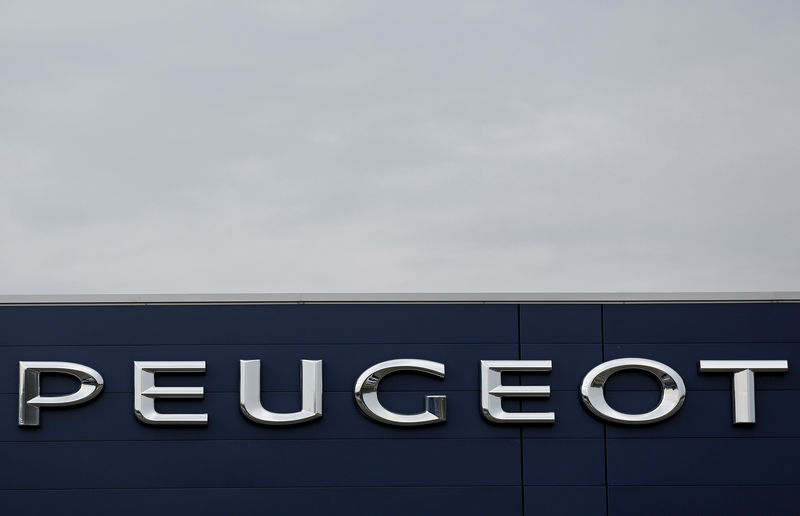 © Reuters. FILE PHOTO: The brand name of Peugeot, part of French carmaker PSA Group, is seen at a dealership of the brand in Saverne