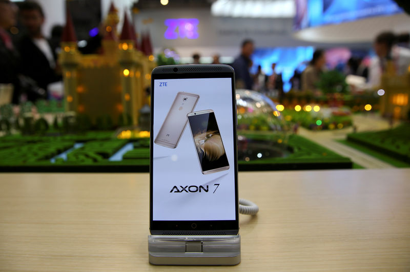 © Reuters. FILE PHOTO: A ZTE Axon7 device is displayed at company's booth during Mobile World Congress in Barcelona
