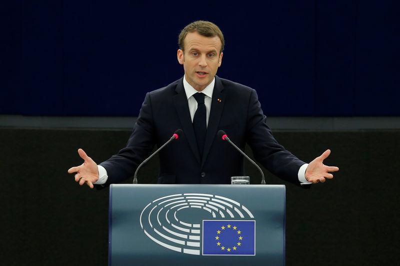 © Reuters. Macron dice se necesita urgentemente hoja de ruta para reformar la eurozona