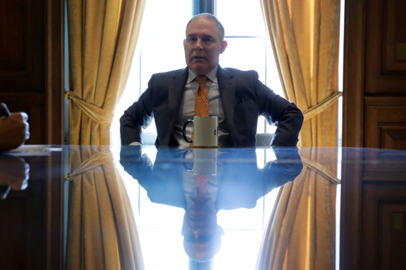 © Reuters. FILE PHOTO: Environmental Protection Agency Administrator Pruitt speaks during an interview in Washington