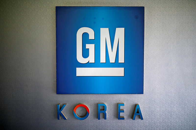 © Reuters. FILE PHOTO: The logo of GM Korea is seen at its Bupyeong plant in Incheon