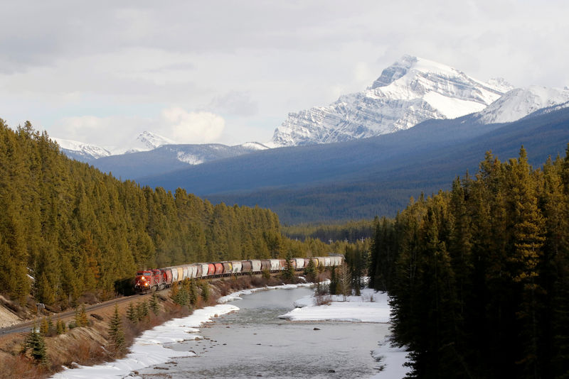© Reuters. FILE PHOTO: A CP Rail train rolls across the prairies into the rocky mountains of near Canmore.