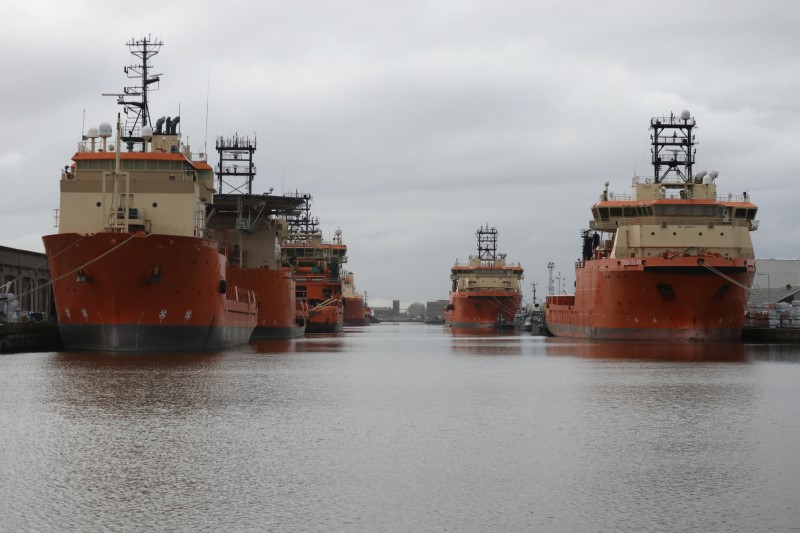 © Reuters. Vessels that are used for towing oil rigs in the North Sea are moored up at William Wright docks in Hull