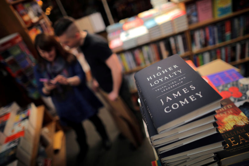 © Reuters. FILE PHOTO: Copies of former FBI director James Comey's book
