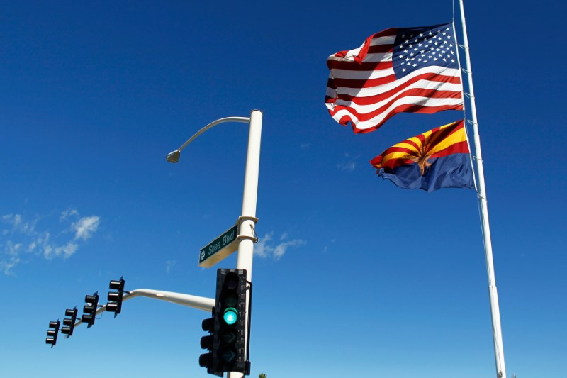 © Reuters. The U.S. and Arizona flags flutter in the wind in Fountain Hills
