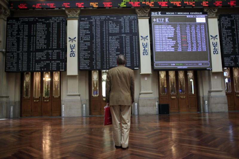 El Ibex ronda los 9.900 puntos entre una catarata de resultados