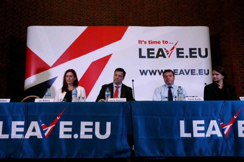 © Reuters. FILE PHOTO: Brittany Kaiser of Cambridge Analytica, Brexit campaigner Aaron Banks, Gerry Gunster, a Washington-based strategist hired by the Leave.EU campaign, and Liz Bilney, CE of Eldon Insurance Services during a Leave.EU news conference in central Lon