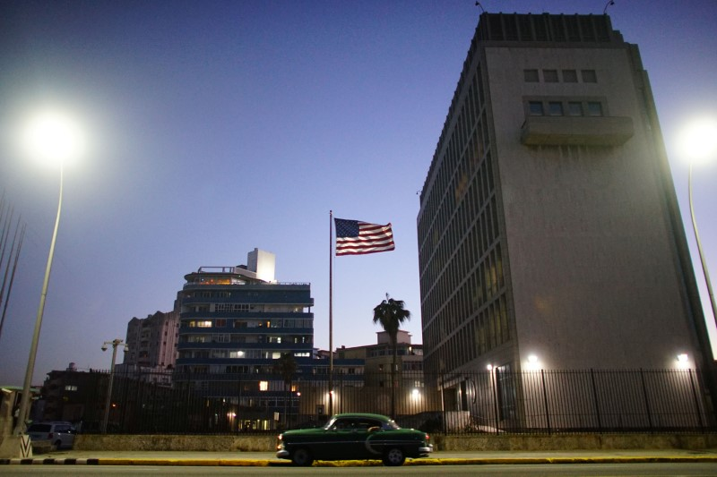 © Reuters. A vintage car passes by in front of the U.S. Embassy in Havana, Cuba
