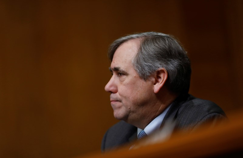 © Reuters. U.S. Sen. Jeff Merkley (D-OR) speaks during a U.S. Senate Committee on Environment and Public Works meeting on Capitol Hill in Washington