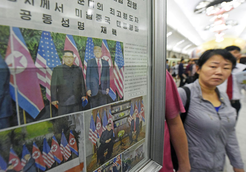 © Reuters. A North Korean newspaper reporting the summit between the U.S. and North Korea is displayed at a subway station in Pyongyang