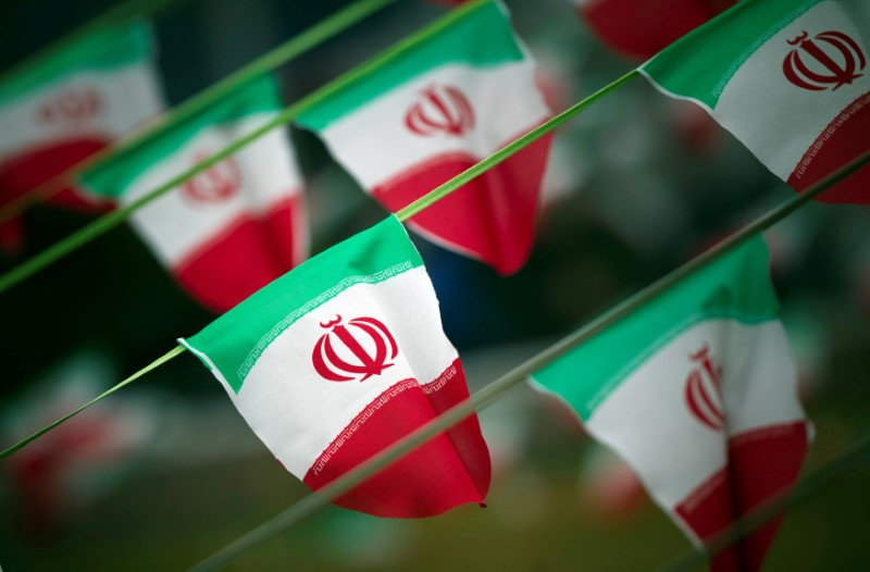 © Reuters. FILE PHOTO: Iran's national flags are seen on a square in Tehran
