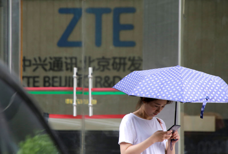 © Reuters. A woman stands outside a building of ZTE Beijing research and development center in Beijing