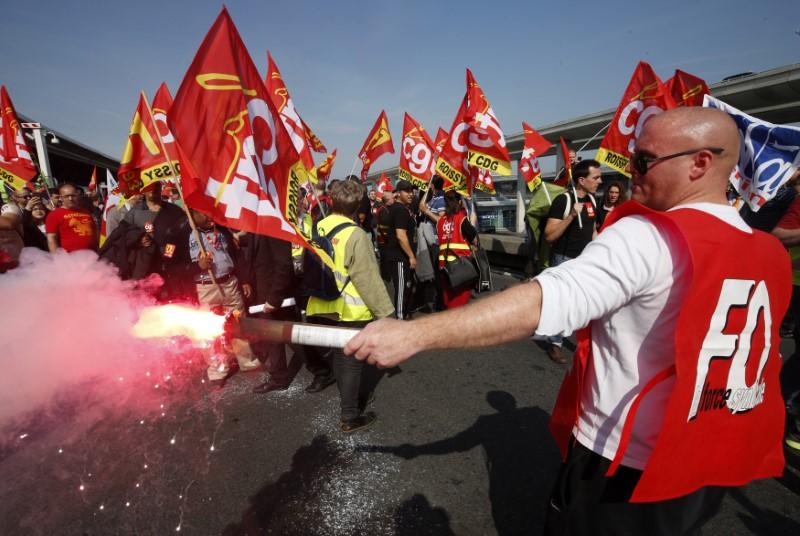 © Reuters. LA CGT ET FO ANNONCENT UNE JOURNÉE DE MOBILISATION LE 28 JUIN