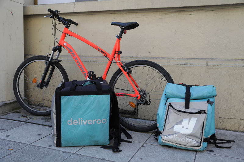 © Reuters. FILE PHOTO: Deliveroo food delivery bags are seen in Nice