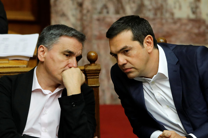 © Reuters. Greek Parliament votes on reforms agreed with the country's international lenders in Athens