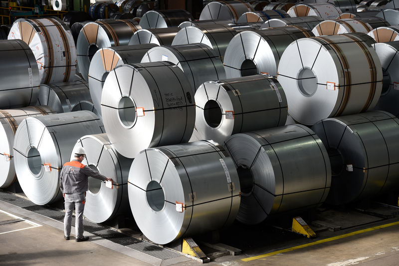 © Reuters. FILE PHOTO: Steel rolls are pictured at the plant of German steel company Salzgitter AG in Salzgitter