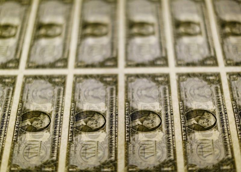© Reuters. Notas de dólar dos Estados Unidos