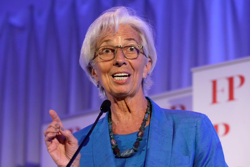 © Reuters. IMF Managing Director Christine Lagarde speaks at the Foreign Policy annual Awards Dinner in Washington