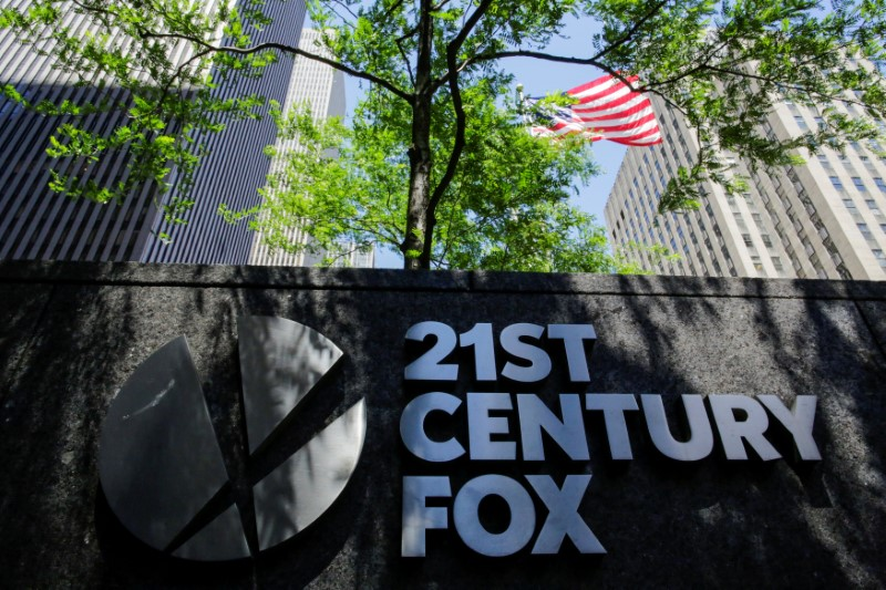 © Reuters. FILE PHOTO: The 21st Century Fox logo is displayed outside the News Corporation building in the Manhattan borough of New York City, New York