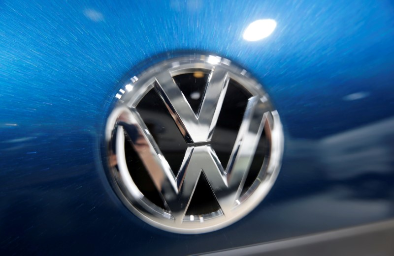 © Reuters. FILE PHOTO: Volkswagen logo is pictured during the Volkswagen Group's annual general meeting in Berlin