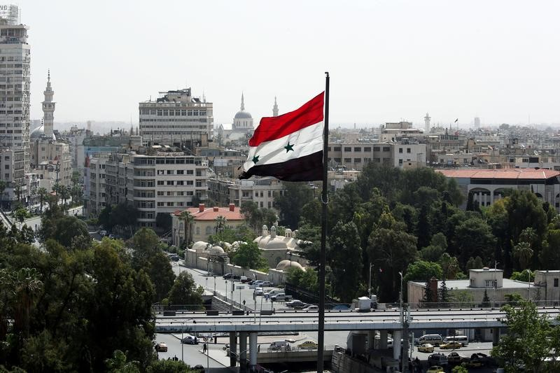 © Reuters. Bandeira da Síria é vista em Damasco