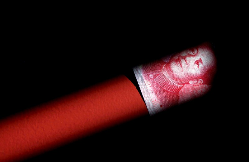 © Reuters. FILE PHOTO: A 100 Yuan note is seen in this illustration picture in Beijing