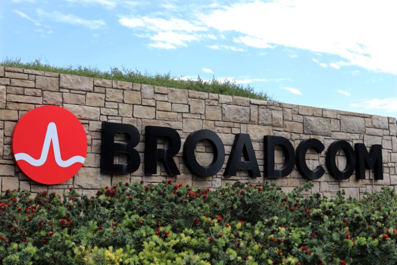 © Reuters. BROADCOM SUR LE POINT DE RACHETER CA POUR 19 MILLIARDS DE DOLLARS
