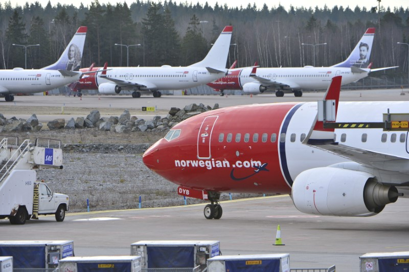 © Reuters. FILE PHOTO: Aircraft belonging to budget carrier Norwegian at Stockholm Arlanda Airport