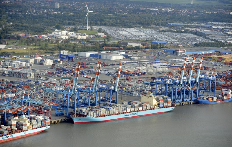 © Reuters. Shipping terminals and containers are pictured in the harbour of Bremerhaven