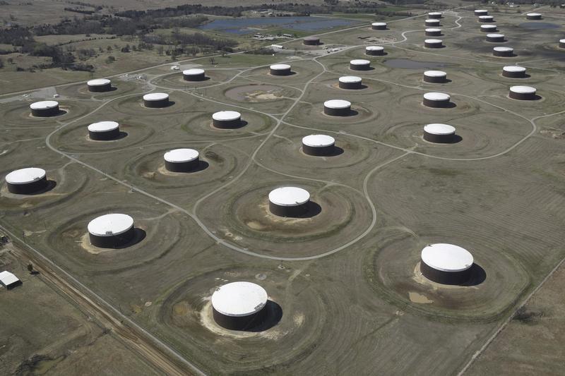 Запасы нефти в США выросли за неделю вопреки прогнозам -- API