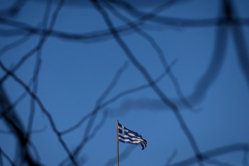 © Reuters. A Greek national flag flutters on the roof of a building in Athens