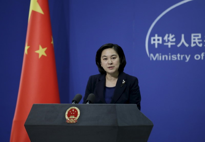 © Reuters. FILE PHOTO: Hua Chunying, spokeswoman of China's Foreign Ministry, speaks at a regular news conference in Beijing