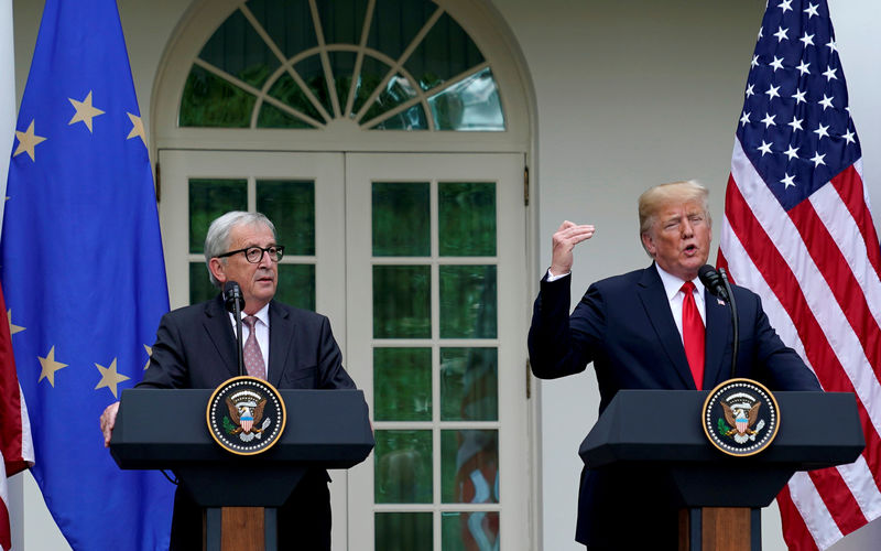 © Reuters. U.S. President Donald Trump and President of the European Commission Jean-Claude Juncker speak about trade relations in the Rose Garden of the White House in Washington