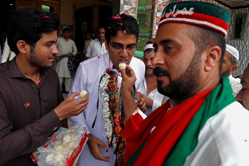 Pakistan's Imran Khan declares victory as rivals cry foul