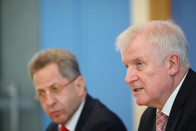 Seehofer nennt voßkuhle kritik nicht akzeptabel von reuters